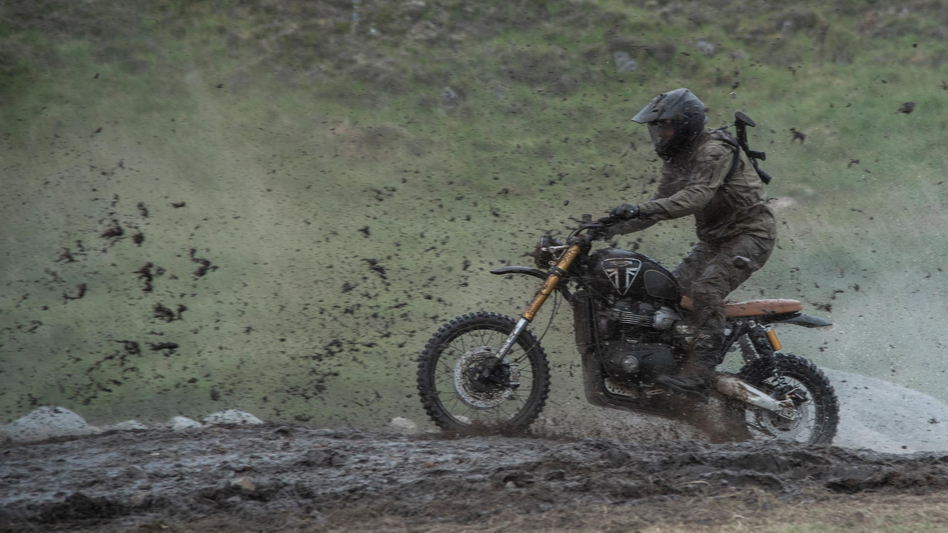 Scrambler 1200 bond edition for the Behind the scenes