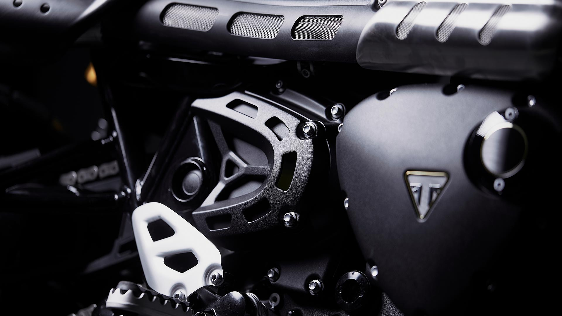 Close up of the Triumph Scrambler 1200 Bond Edition 'blacked-out' finishes