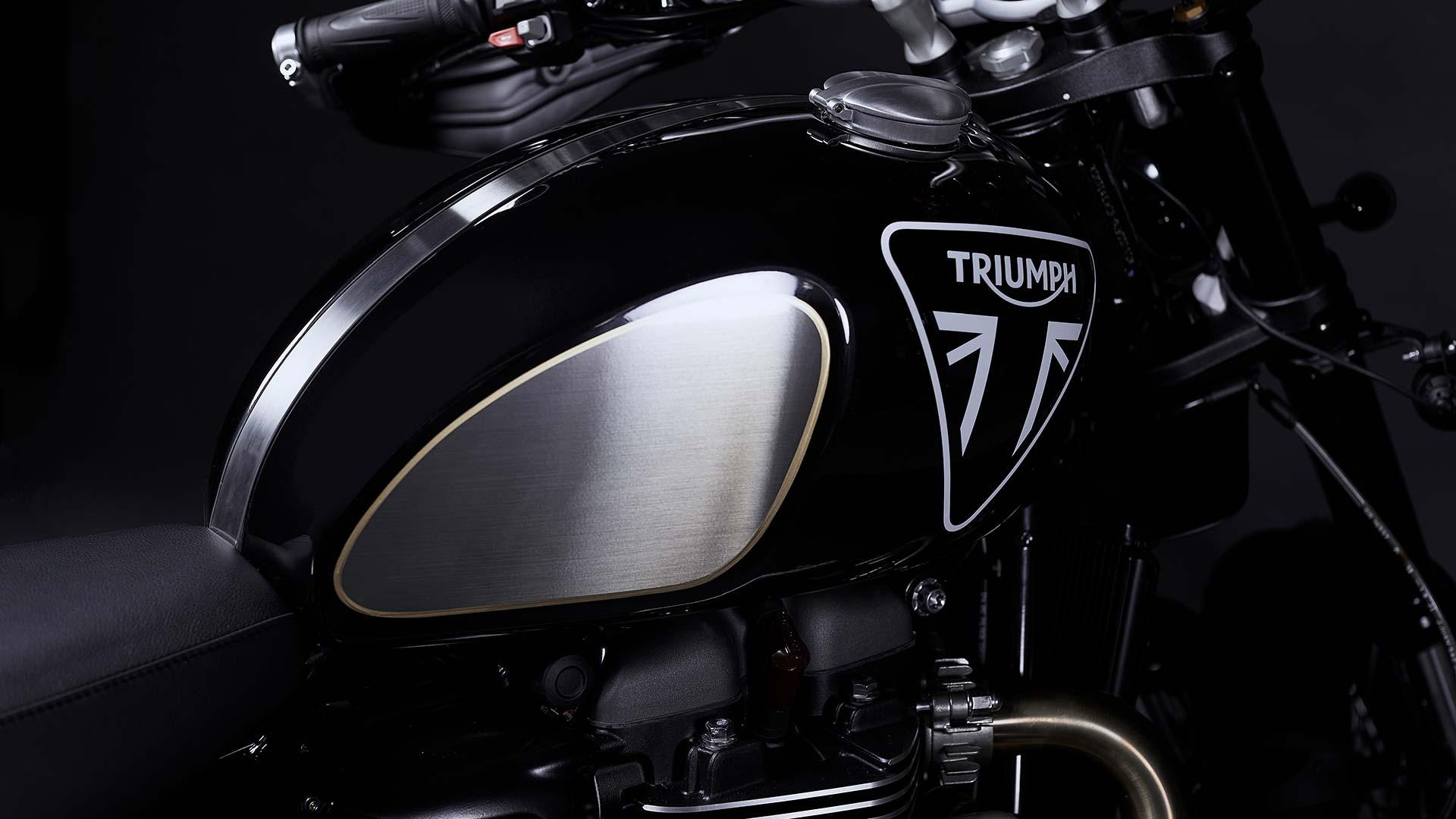 Scrambler 1200 Bond Edition's premium Sapphire Black tank with iconic oversized Triumph badge