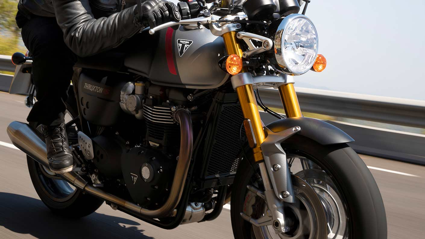 Close-up shot of the Triumph Thruxton RS's premium Showa USD forks