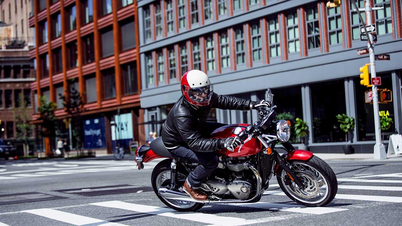 Korosi red Triumph Thruxton 1200 urban riding shot