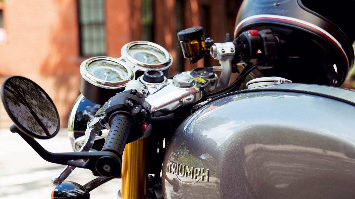 Triumph Thruxton figer tip controls