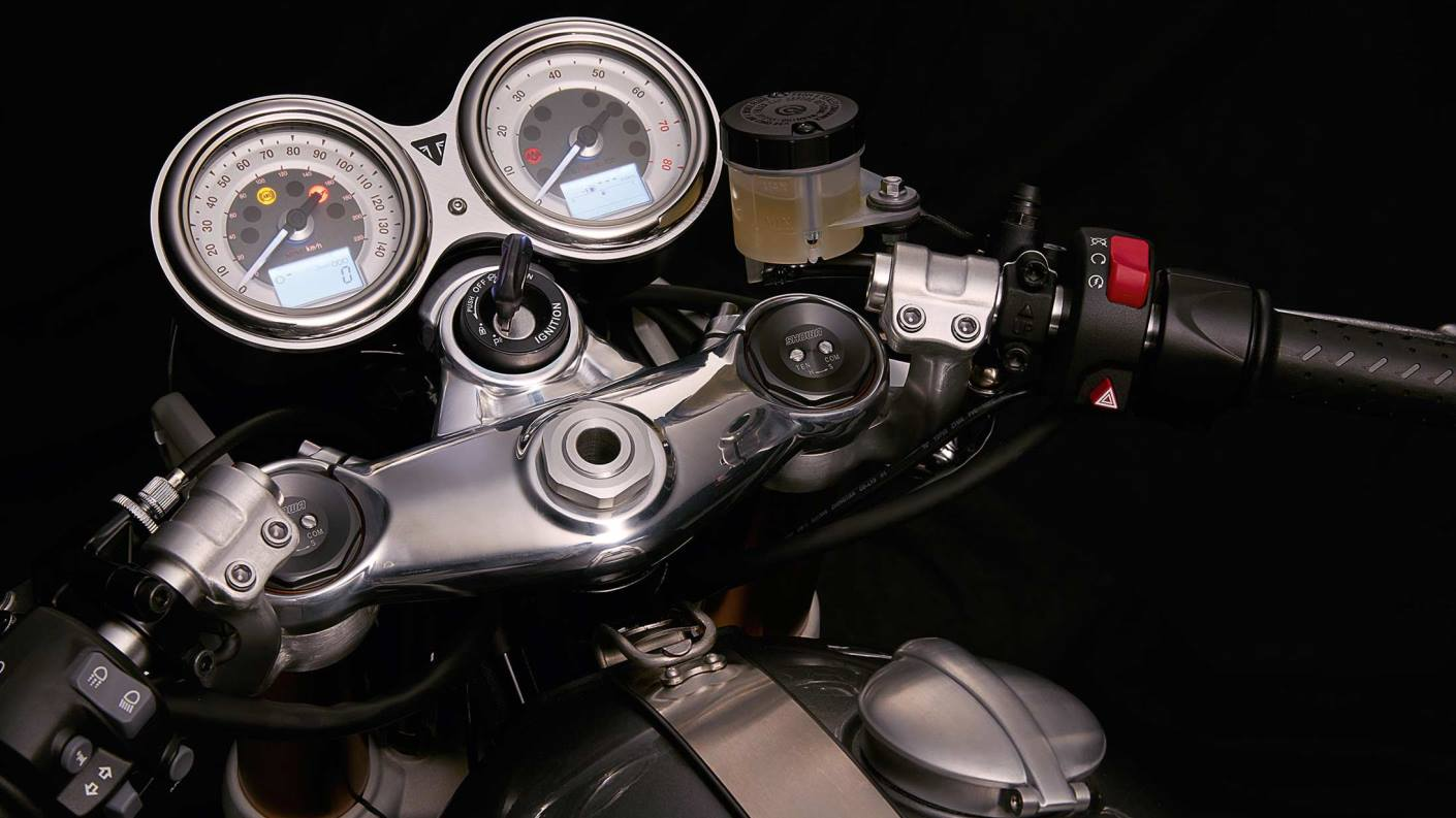 Triumph Thruxton twin clocks