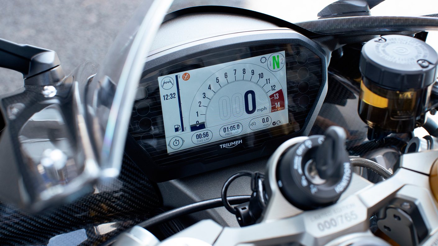USA Daytona Moto2™ 765 full colour TFT display