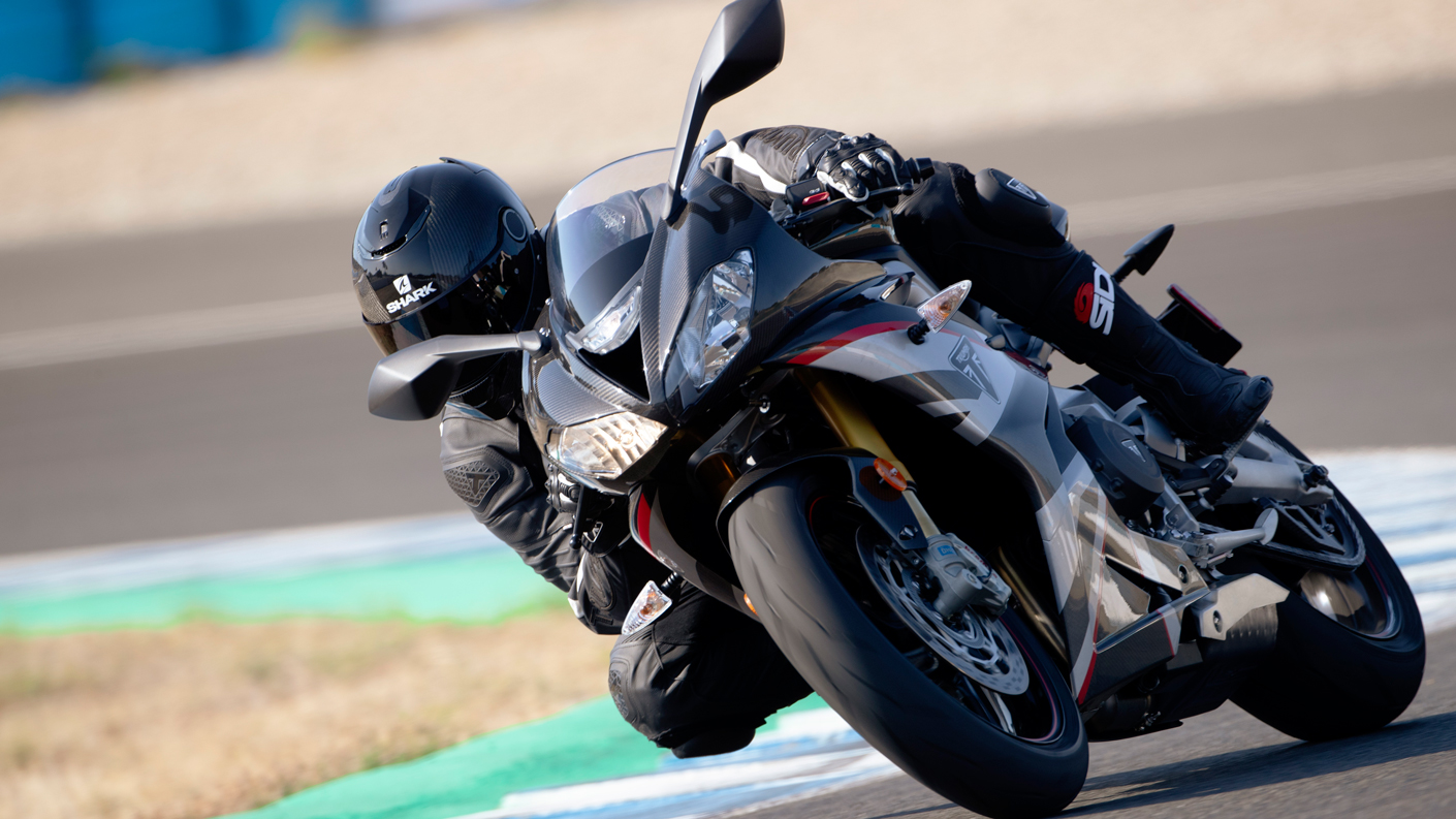 USA Daytona Moto2™ 765 taking a bend on the race track