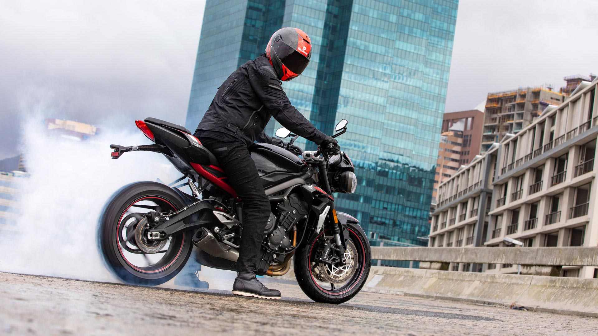 Street Triple R rear wheel spinning while stationary