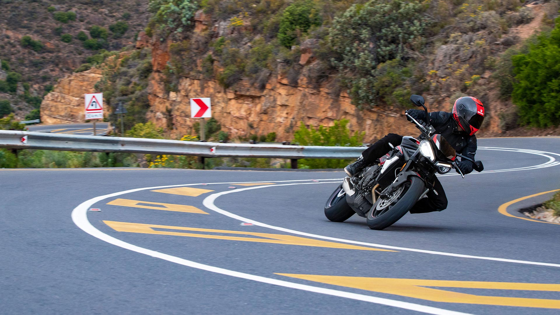 Triumph Street Triple R taking on winding roads