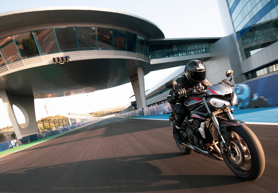 Street Triple RS riding around race circuit