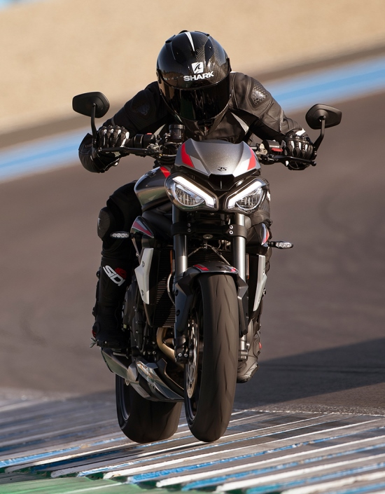 Street Triple RS performance track riding