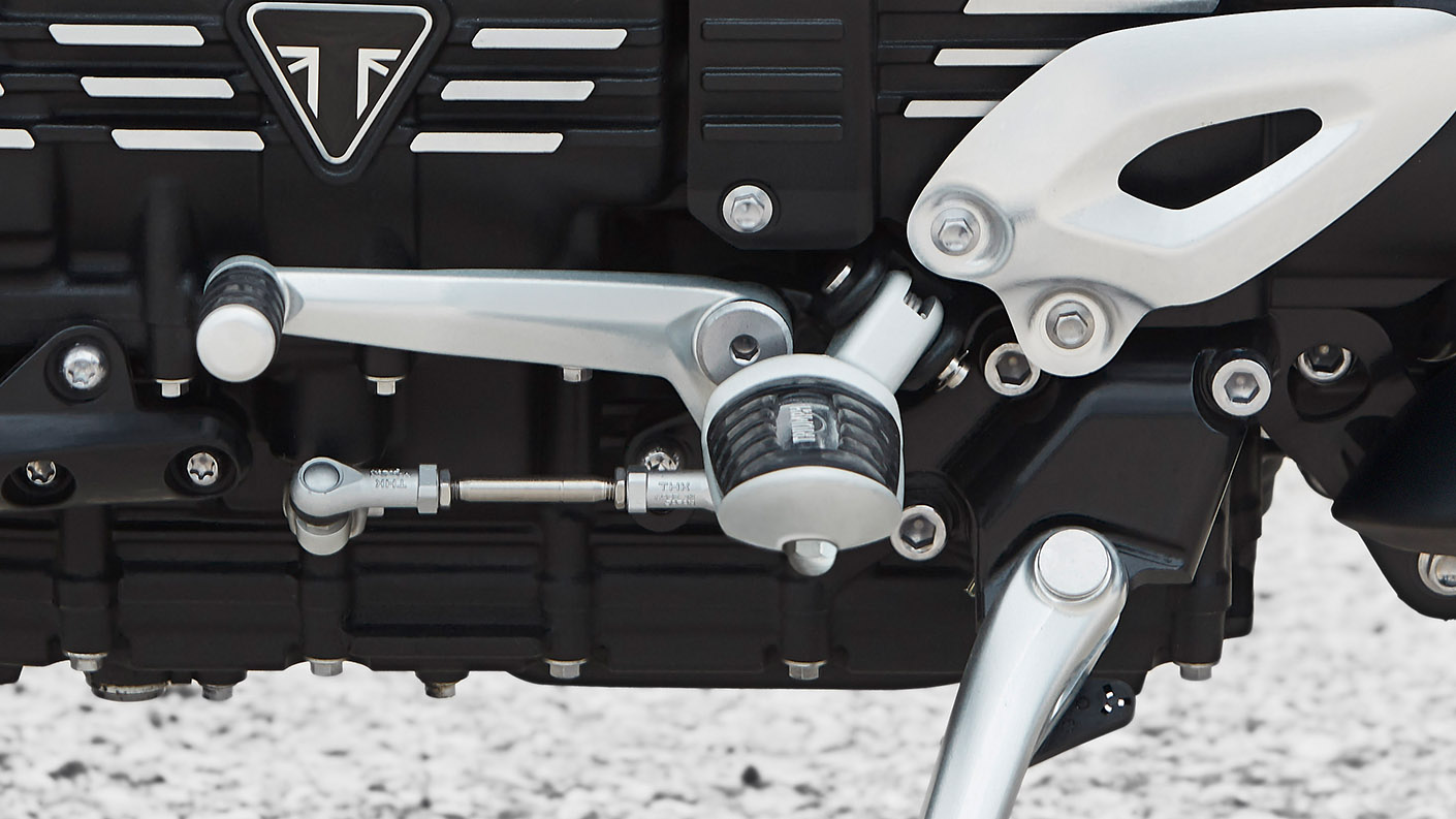 Triumph Rocket 3 R equipped with adjustable ergonomics which entails mid-foot controls with two vertical position settings to suit rider preference.