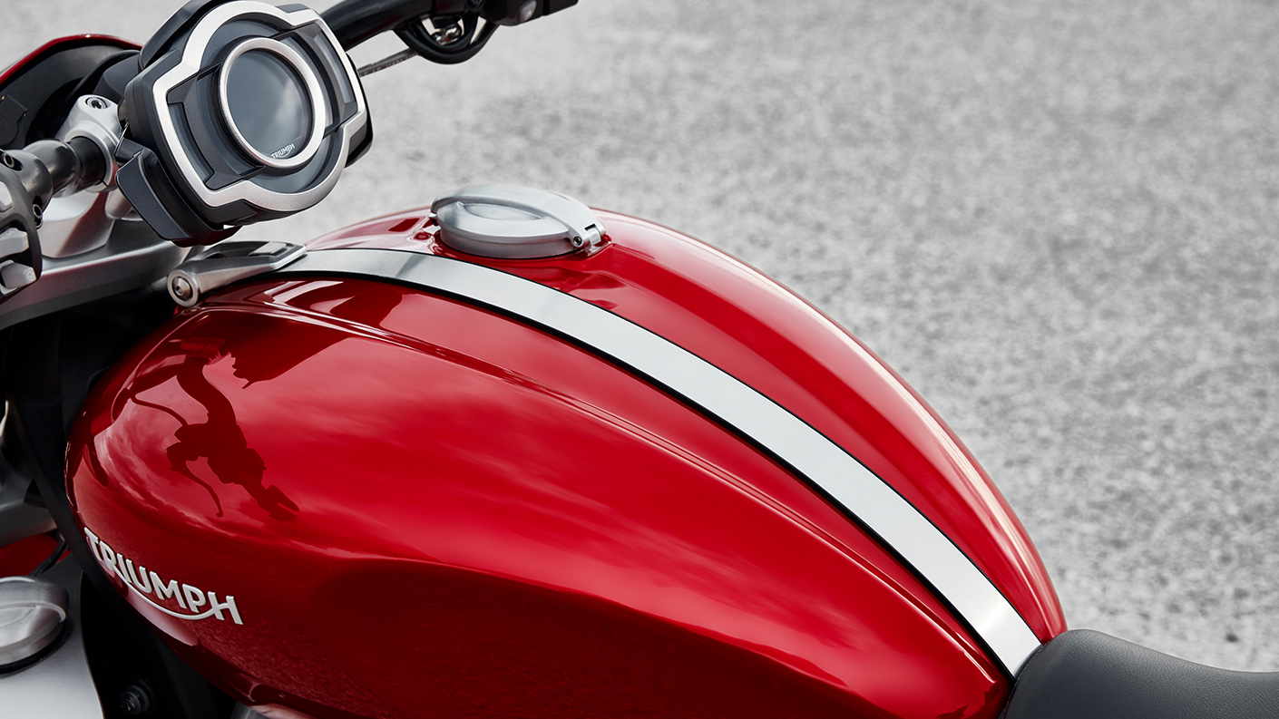 Triumph Korosi Red tank for the new Rocket 3 R with the TFT instruments