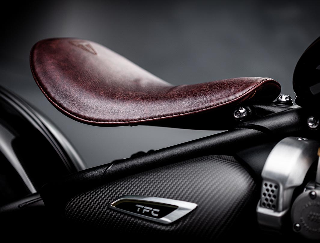Close-up shot of the Triumph Bobber TFC's innovative floating single seat pan