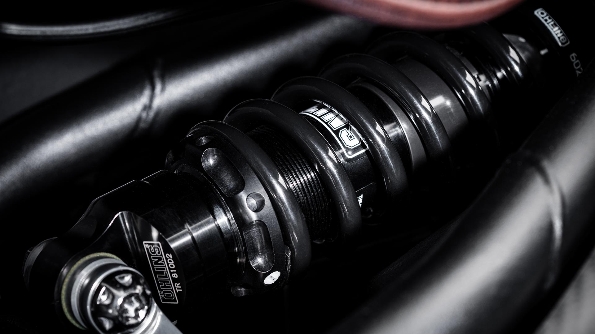 Close-up shot of the Triumph Bobber TFC's premium Öhlins rear suspension