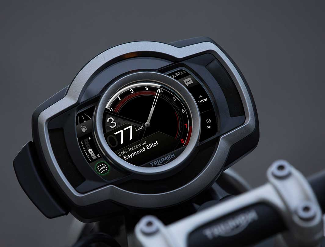 Triumph TFT Connectivity showing the integration mobile phone on a Scrambler 1200 display